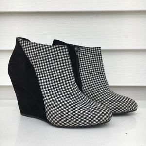 Madden Girl Houndstooth Wedge Size 10